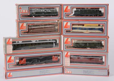 Lot 39 - LIMA HO-gauge locomotive and carriages.