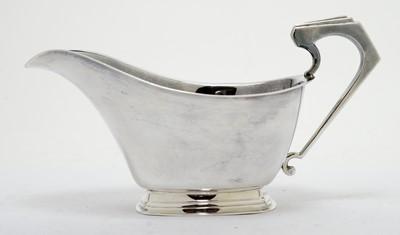 Lot 201 - An Art Deco silver gravy boat