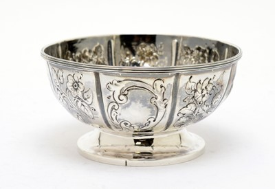 Lot 180 - A William IV silver bowl, by Charles Fox II