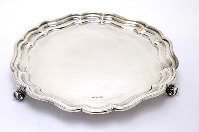 Lot 202 - A silver salver, by Edward Viners