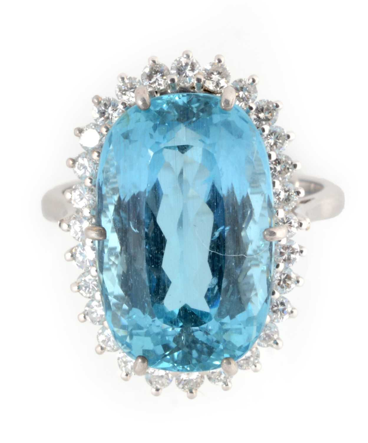 Lot 30 - An aquamarine and diamond cluster ring