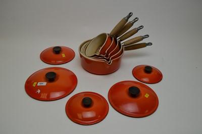Lot 431 - A graduated set of five Le Creuset pots