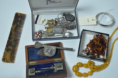 Lot 188 - A quantity of 19th Century and later costume jewellery and collectors' items.