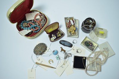 Lot 185 - A group of vintage costume jewellery