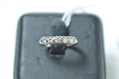Lot 225 - A contemporary 18ct white gold and five stone diamond ring