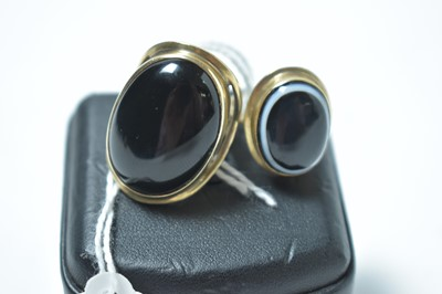Lot 220 - A banded agate ring and an onyx ring