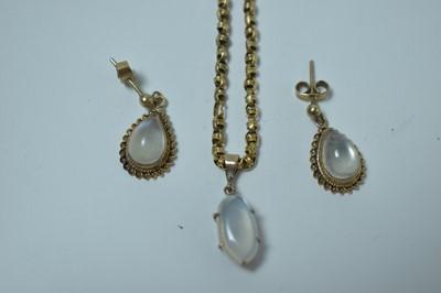 Lot 213 - Moonstone earrings and pendant