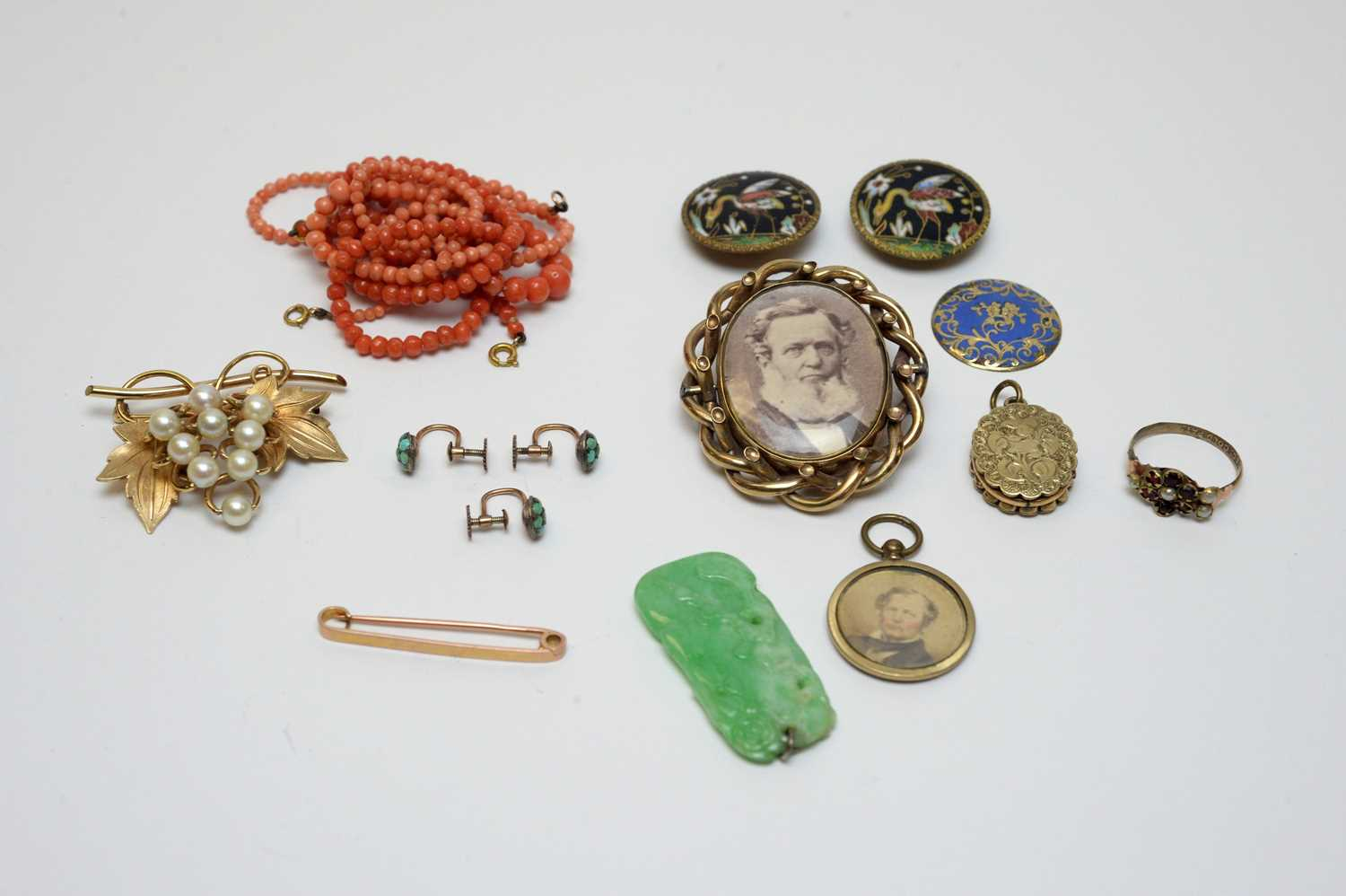 Lot 21 - Victorian and later costume jewellery.