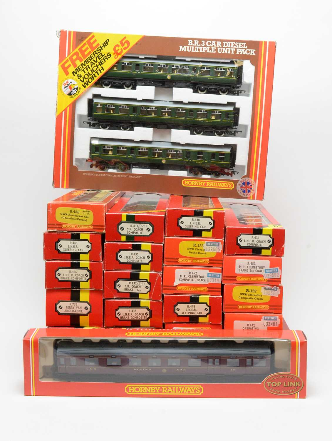 Lot 612 - Group of twenty-five boxed Hornby 00-gauge railway carriages.