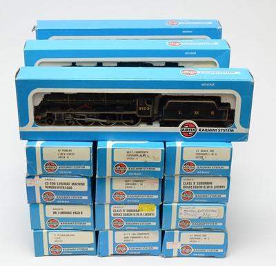Lot 624 - Eighteen Airfix 00-gauge railway system locomotives and rolling stock.