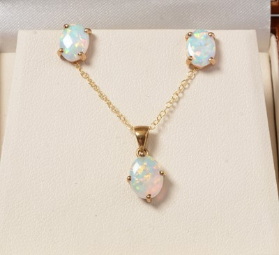 Lot 257 - An opal pendant necklace and earring set