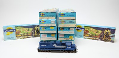 Lot 661 - Twelve boxed Athearn HO-gauge boxed trains.