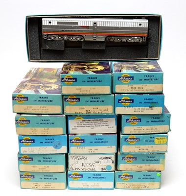 Lot 663 - Eighteen Athearn HO-gauge boxed trains and rolling stock.