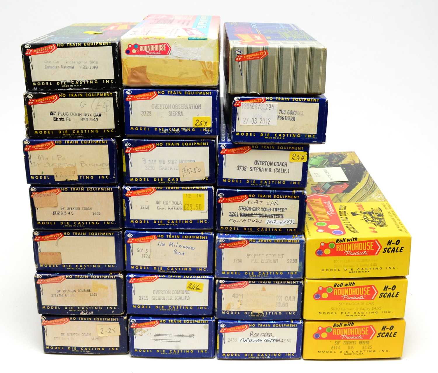 Lot 664 - Boxed Roundhouse Products HO-gauge trains and rolling stock.