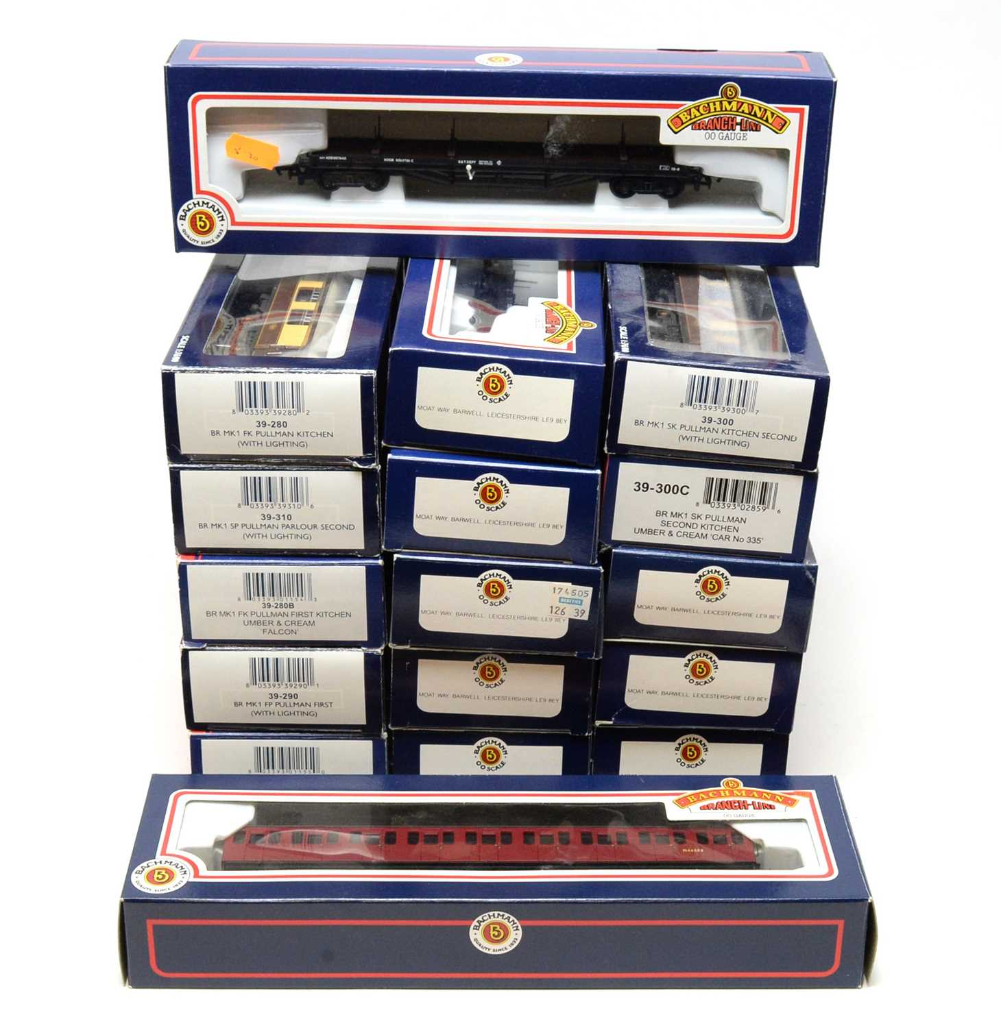 Lot 686 - Bachmann 00-gauge Branchline Model Railways carriages and rolling stock.