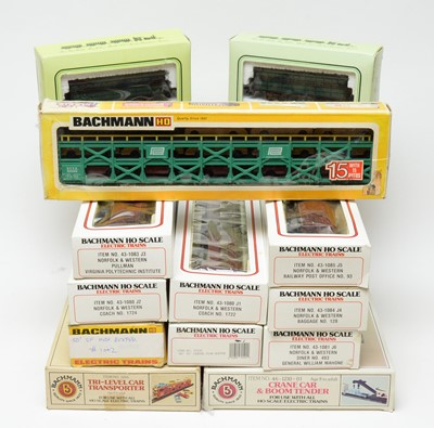 Lot 688 - Bachmann HO-gauge Electric Trains Series boxed carriages and rolling stock.