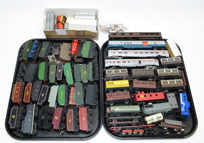 Lot 772 - Unboxed 00-gauge tender, carriages and rolling stock.