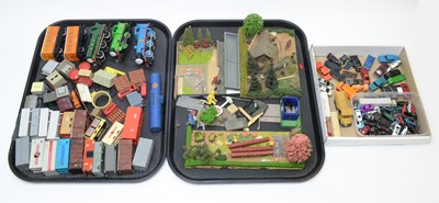 Lot 773 - Trains, rolling stock, platform accessories, scenery and scale model vehicles.