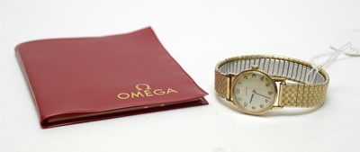 Lot 29 - A lady's 9ct gold cased Omega watch