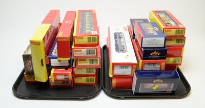 Lot 789 - Hornby and Bachmann rolling stock and other items.
