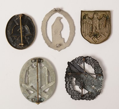 Lot 1039 - Five WWII and later German badges