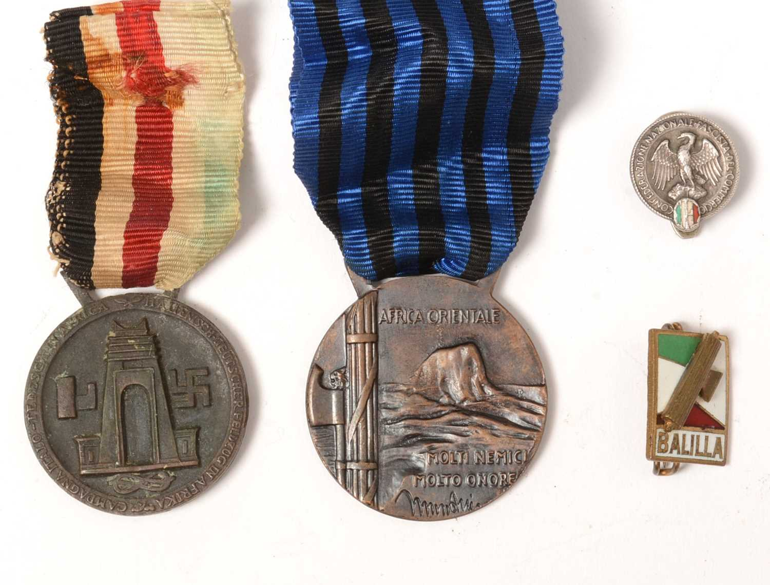 Lot 1021 - WWII Italian campaign medals