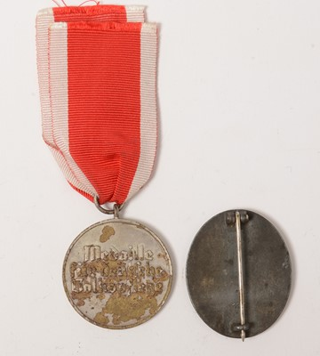 Lot 1022 - WWII German Social Welfare medal and a Wound badge