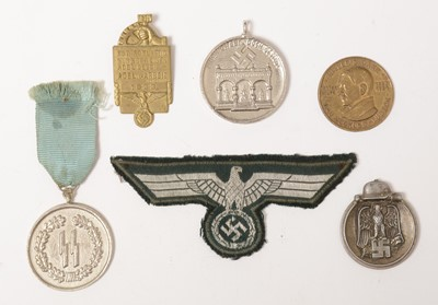 Lot 1023 - Collection of WII and later awards and badges