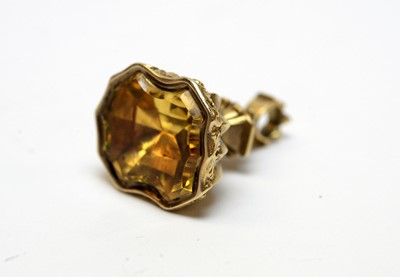 Lot 22 - A 19th Century yellow metal and citrine fob seal.