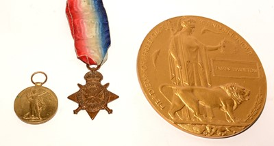 Lot 1012 - A pair of First World War General Service medals and plaque