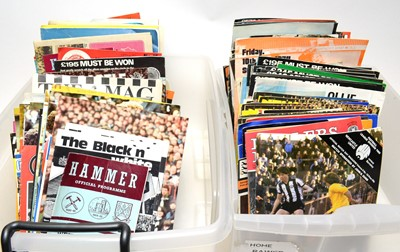 Lot 1253 - A large collection of 1970s football programmes