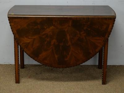 Lot 55 - A Georgian-style mahogany gateleg dining table.