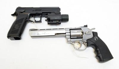 Lot 518 - A Co2 powered BB gun and an air pistol