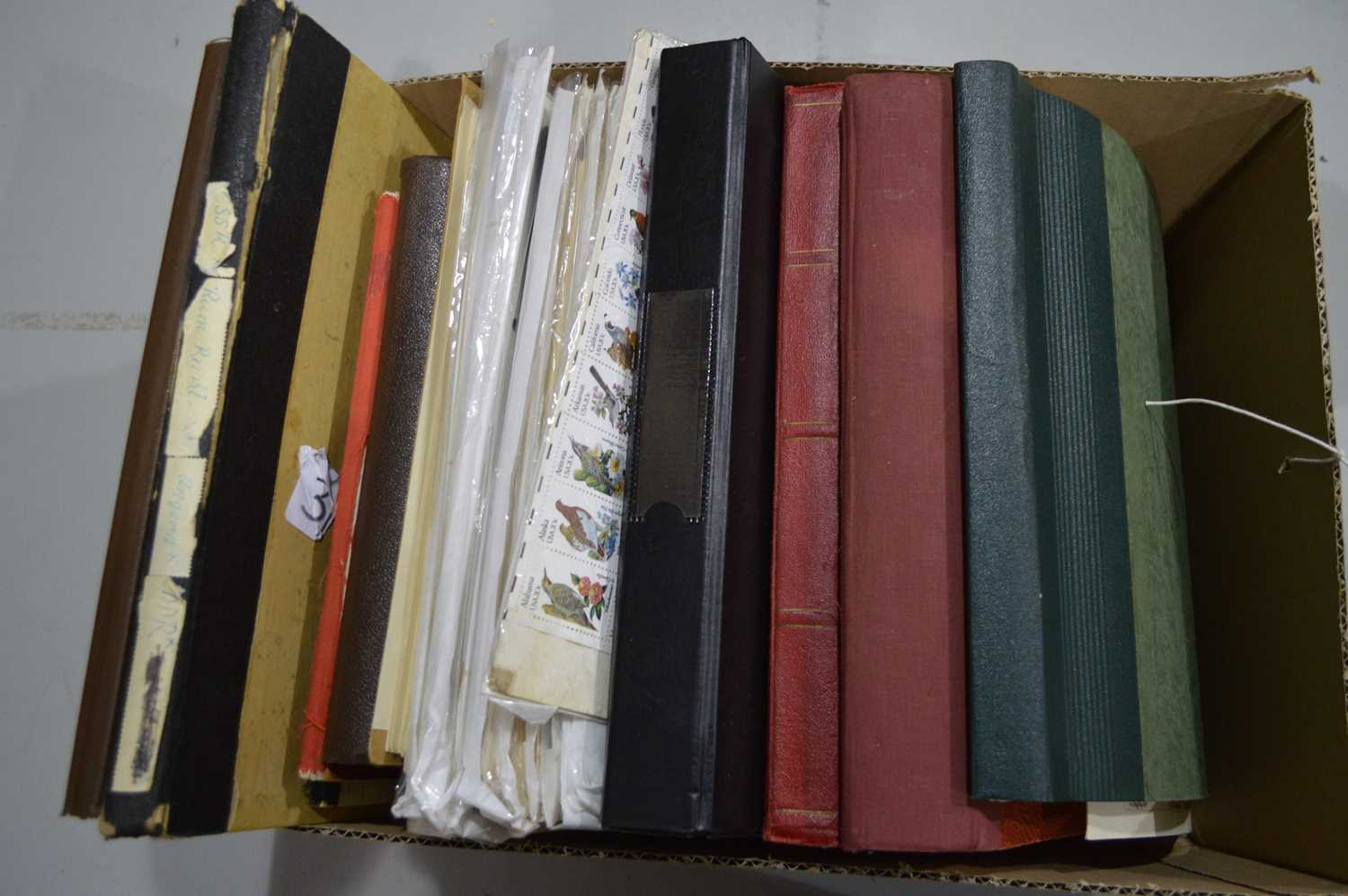 Lot 81 - World stamp albums and loose leaves