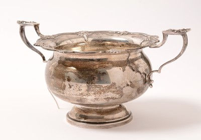 Lot 161 - A George V silver handled bowl.