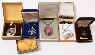 Lot 199 - Scottish silver and costume jewellery.
