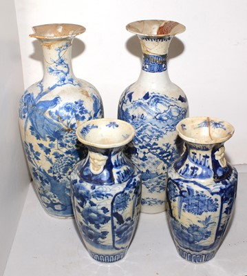 Lot 402 - A selection of blue and white Chinese vases