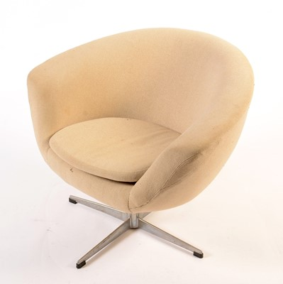 Lot 61 - A mid 20th Century moulded foam swivel armchair.