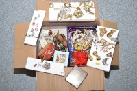 Lot 726 - A large quantity of costume jewellery, to...