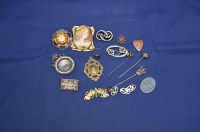 Lot 744 - A quantity of costume and other jewellery,...