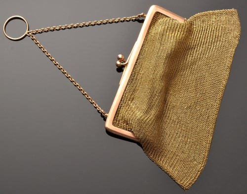 Lot 755 - A 9ct. yellow gold chain mail purse, with rose...