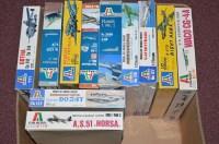 Lot 283 - Italaerei model constructor kits, to...